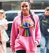 Demi_Lovato_-_Is_seen_arriving_back_at_her_hotel_in_New_York_-_August_18-03.jpg