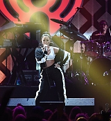 Demi_Lovato_-_Performs_onstage_during_Power_96_1_s_Jingle_Ball_2017_-_December_15-03.jpg