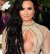 Demi_Lovato_-_The_59th_GRAMMY_Awards_at_STAPLES_Center_in_Los_Angeles-13.jpg