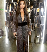 Demi_Lovato_-_The_59th_GRAMMY_Awards_at_STAPLES_Center_in_Los_Angeles_5BBackstage5D-20.jpg