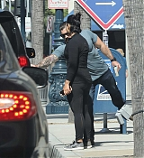 Leaving_Gym_in_LA_-_April_5th-04.jpg