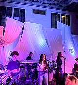 Private_performance_for_Spotify_Superfans_in_Los_Angeles_-_September_15-09.jpg