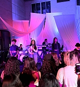 Private_performance_for_Spotify_Superfans_in_Los_Angeles_-_September_15-10.jpg