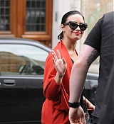 Demi Lovato Visits The Lourve Musem in Paris - September 6