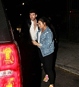 Demi_Lovato_-_Makes_a_mad_dash_to_her_car_while_leaving_No_Vacancy_in_Hollywood2C_CA_-_April_400006.jpg