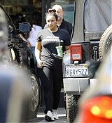 Grabbing_some_juice_after_workout_in_LA_-_March_265.jpg