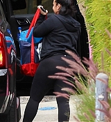 Heading_to_the_gym_in_Los_Angeles_-_April_293.jpg