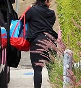 Heading_to_the_gym_in_Los_Angeles_-_April_294.jpg